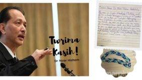 Dr Noor Hisham terima hadiah gelang persahabatan daripada peminat cilik