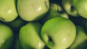 Tiga jenis resipi jus detoks epal