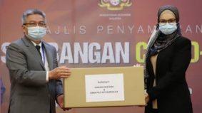 Siti Nurhaliza serah 2,000 set PPE kepada KKM