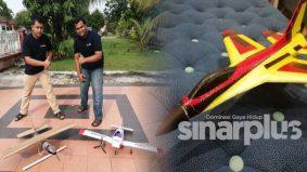 Dua beradik guna bahan terbuang cipta kapal terbang kawalan jauh sendiri