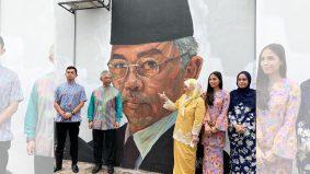 Lawat mural wira negara: Al-Sultan Abdullah, Dr Noor Hisham hargai hasil seni 3 pelukis muda