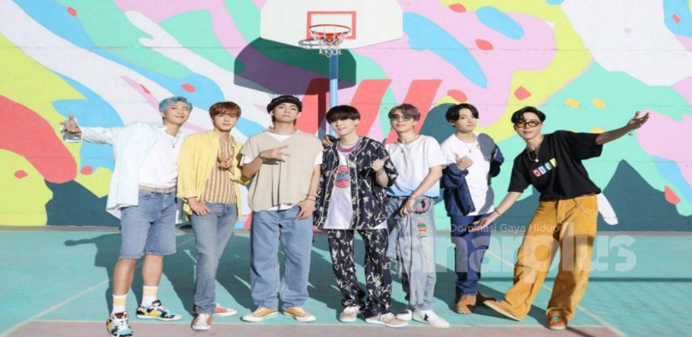 PENANGAN muzik K-Pop memang tidak boleh disangkal lagi apabila kali ini kumpulan anak muda dari Korea, BTS pula berjaya mencipta sejarah kerana lagu terbaru mereka berjudul Dynamite mencatatkan jumlah tontonan tertinggi dalam masa 24 jam.
