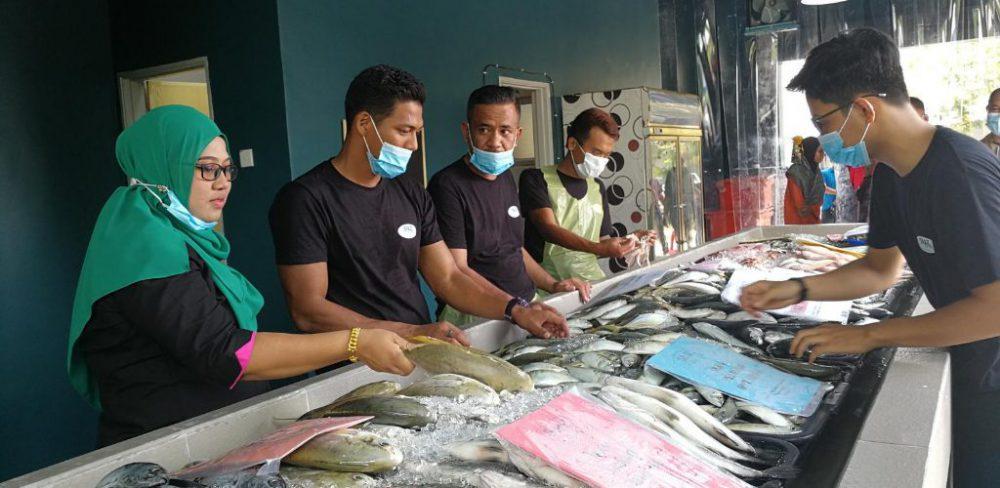 wanita penjual ikan